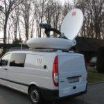Reportažni avtomobil s satelitsko anteno