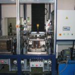 Avtomatsko vodena šoba na postrojenju za litje silikona